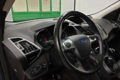 Ford Kuga 2.0 TDCI 110 kW Titanium 2015 volant