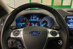 Ford Kuga 2.0 TDCI 110 kW Titanium 4×4 2016 palubní deska