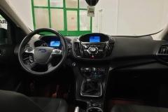 Ford Kuga 2.0 TDCI 120 kW Titanium 4x4.interiér