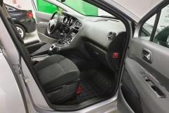 Peugeot 5008 1.6 HDI 85 kW Business 2015 palubní deska