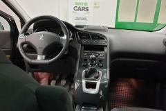 Peugeot 5008 2.0 HDI 110 kW Allure 2014 palubní deska