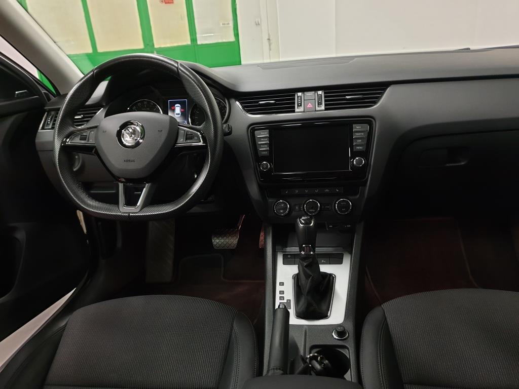 Škoda Octavia 2.0 TDI 110 kW DSG Style interiér