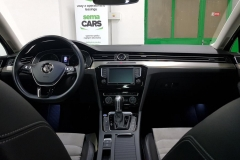 Volkswagen Passat 2.0 TDI 110 kW DSG Highline palubní deska