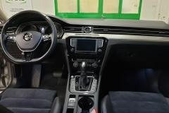 Volkswagen Passat 2.0 TDI 110 kW Highline DSG 2015 palubní deska