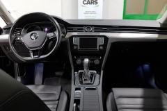 Volkswagen Passat 2.0 TDI 140 kW DSG Highline 2015 palubní deska