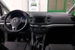 Volkswagen Sharan 2.0 TDI 103 kW CUP černý palubní deska