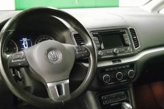 Volkswagen Sharan 2.0 TDI Highline 2012 palubní deska