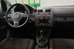 Volkswagen Touran 2.0 TDI 103 kW CUP 2014 interiér