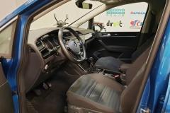 Volkswagen Touran 2.0 TDI 110 kW Highline interiér řidič
