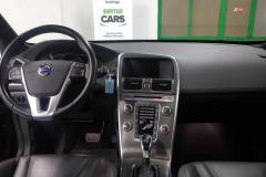Volvo XC60 D4 Momentum AWD Aut 2014 palubní deska