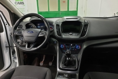 Ford Kuga 2.0 TDCi 110 kW Cool&Connect interiér
