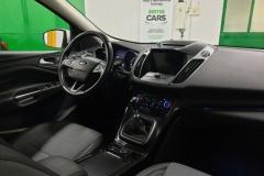 Ford Kuga 2.0 TDCI 110 kW Titanium 4x4 interiér