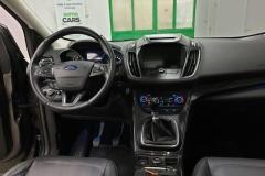 Ford Kuga 2.0 TDCI 132 kW 4x4 Titanium interiér